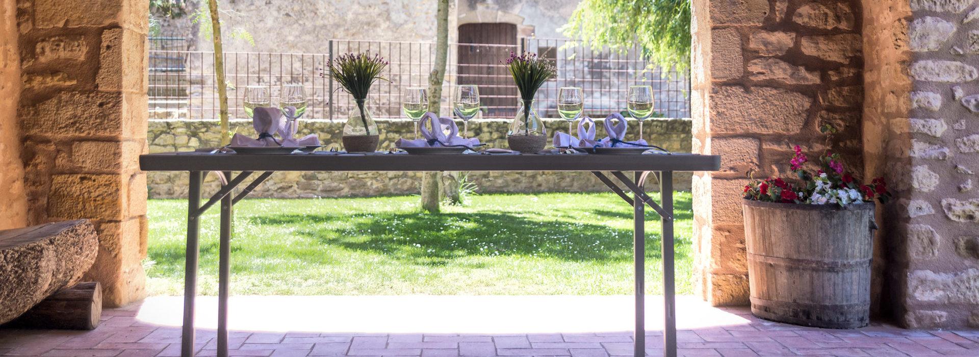 Mesa plegable Zown en jardín